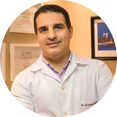 Dr. Everton Neubauer Faria